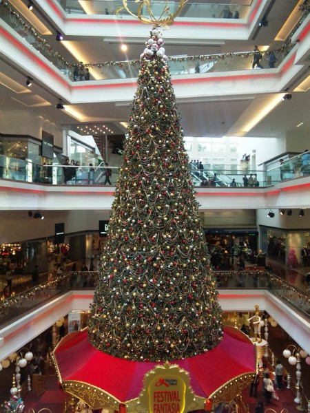 091212 huge x'mas tree @festival walk
